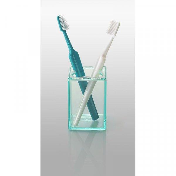 Kub tandborsthållare från Cult design. Färg: Tranparant jade.