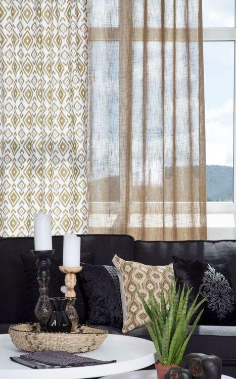Afrika ett gardinset med dolda hällor. Färg: Vit med ett härligt afrikansk mönster i okragul.