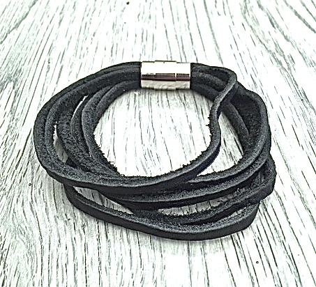 Armband i läder och stål. Art.nr 2030 svart. Färg: Svart och stål.
