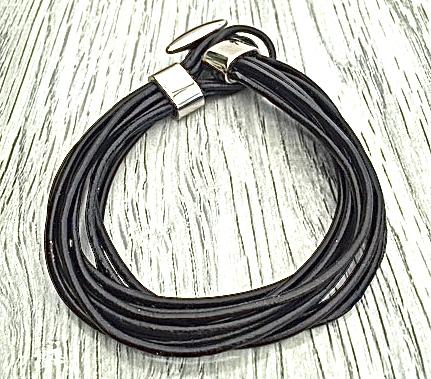 Armband i läder och stål. Art.nr 2025 svart. Färg: Svart och stål.