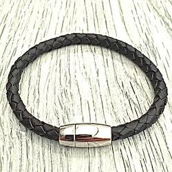 Armband i flätat läder och stål. Art.nr 2021 svart. Färg: Svart och stål.