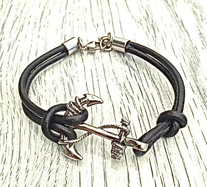 Armband i läder och stål. Art.nr 2035. Färg: Svart och stål.
