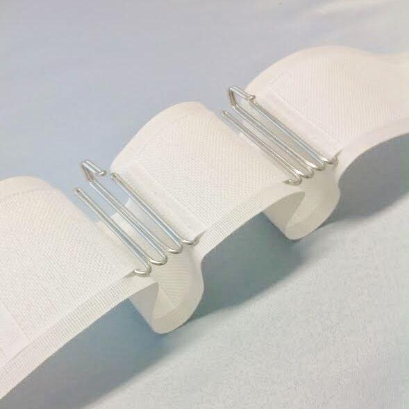 Veckband i 3,10 längder i bomull och polyester. Färg: Vit.