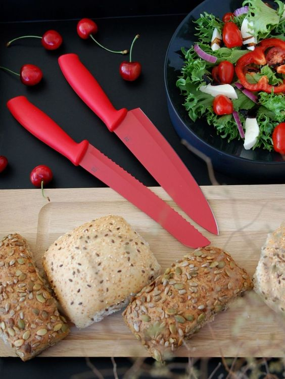 Kockkniv Sam med Teflonbehandlat blad från Modern house. Färg: Röd.