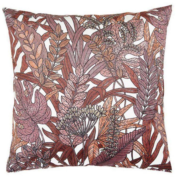 Tropical leaves ett underbart kuddfodral i sammet, art.nr 30503-385. Färg: Vit botten med blad i bruna och beiga toner.