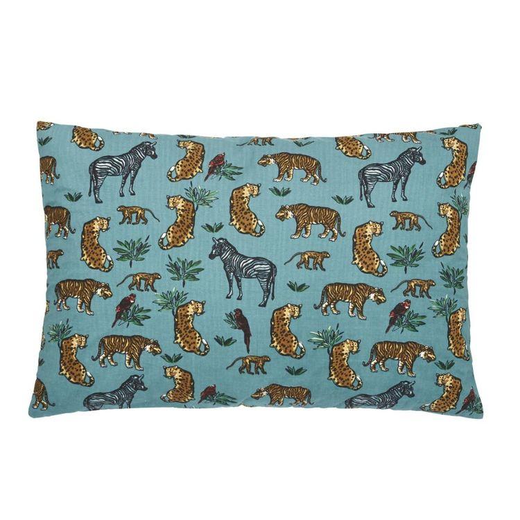 Soft savanna ett kuddfodral med ett djurtryck och en beige baksida, art.nr 22762-65. Färg: Turkos.