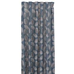 Kelly ett gardinset med multiband, art.nr 22651-68. Färg: Mörkblå med svarta och vita blad.