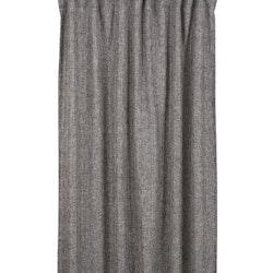 Majda ett gardinset med multiband, art.nr 22653-98. Färg: Mörkt grå med en vit tråd som ger struktur åt väven.