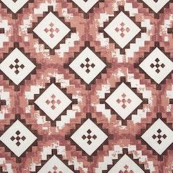 Ottilia en färdigsydd gardinkappa med kanal, art.nr 22234-380. Färg: Vit botten med rosttoner och brunt.