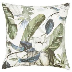 Kuddfodral Floral Greenery med en grön sammetsbaksida, art.nr 30542-67. Färg: Ljus botten med blad i härliga gröna och blå toner.