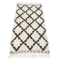 Waldorf en fantastisk snygg och kraftig ryamatta, mått 160 x 230 cm, art.nr 22471-98. Färg Off-white med ett mönster i svart och grått.