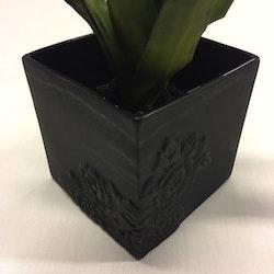 Blomkruka Black rose 12 från Cult design. Färg: Svart.