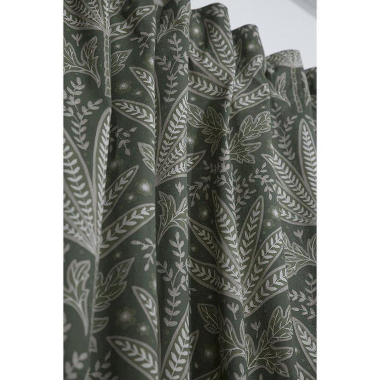 Betty är ett underbart  gardinset med multiband, art.nr 9493-20-007. Färg: Gröna toner.