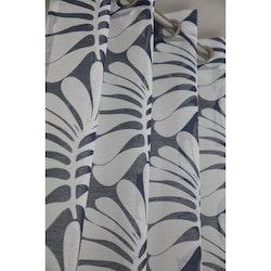 Storm ett gardinset med öljetter, art.nr 9270-17-008. Färg: Blå och vit.