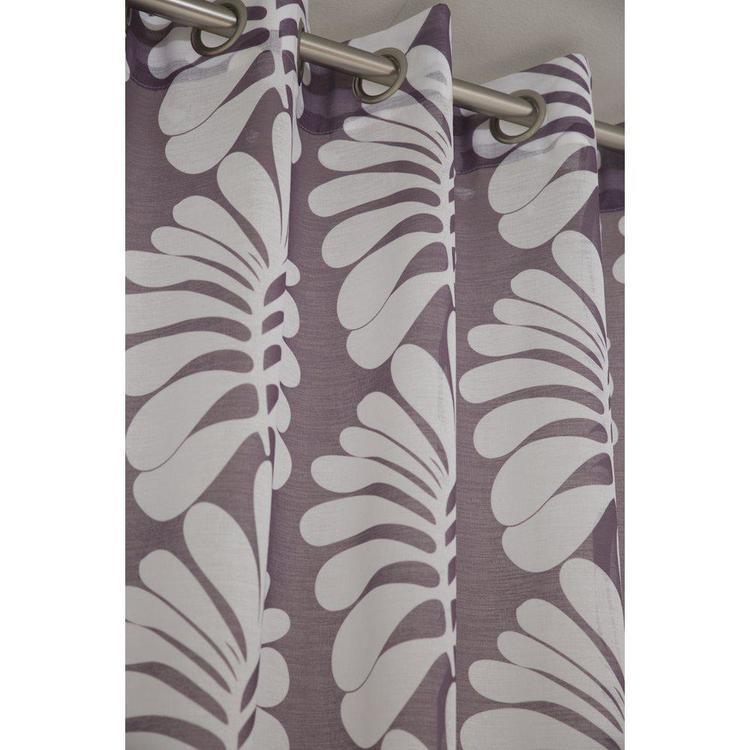 Storm ett gardinset med öljetter, art.nr 9270-17-187. Färg: Lila och vit.
