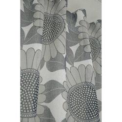 Poznan ett gardinset med multiband. Färg: Off-white botten med gråa blommor.