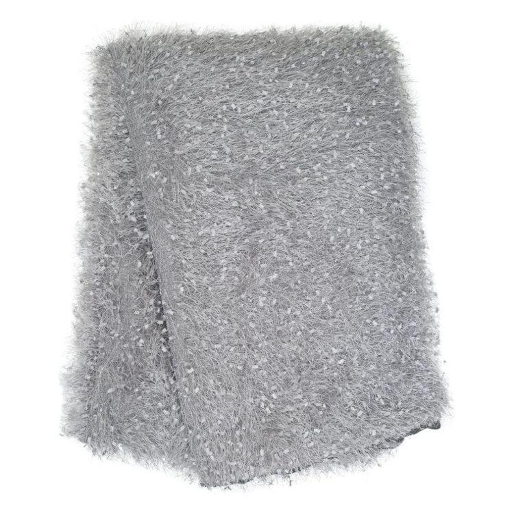 Glamour en lyxig pläd med ryakänsla, art.nr 9381-71-010.Färg: Grå.