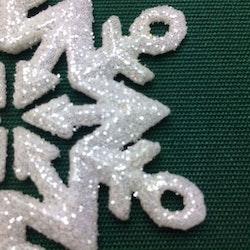 Snöflinga 1 julgranshänge med prismor från Cult design, art.nr 16937701. Färg: Vit med glitter och hängande prismor.