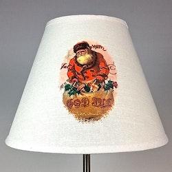 Lampskärm Tomte stor. Färg: Off-white med ett klassiskt tomtetryck.