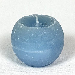 Klotljus i stearin. Brinntid ca 10 tim. Färg: Ljusblå.
