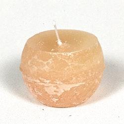 Klotljus i stearin. Brinntid ca 10 tim. Färg: Ljus aprikos.