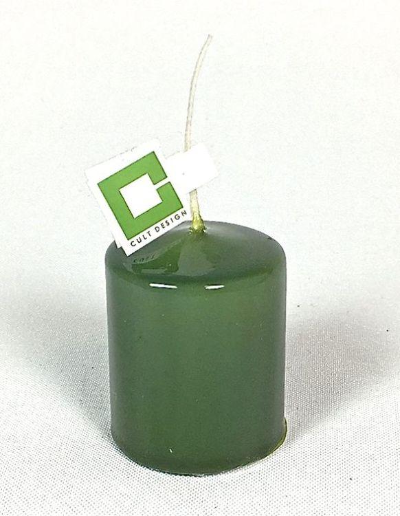 Blockljus i stearin från Cult design. Brinntid ca 4 tim. Färg: Mörkgrön.