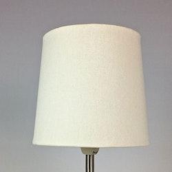 Enkel en lampskärm med klämfäste. Färg: Off-white.