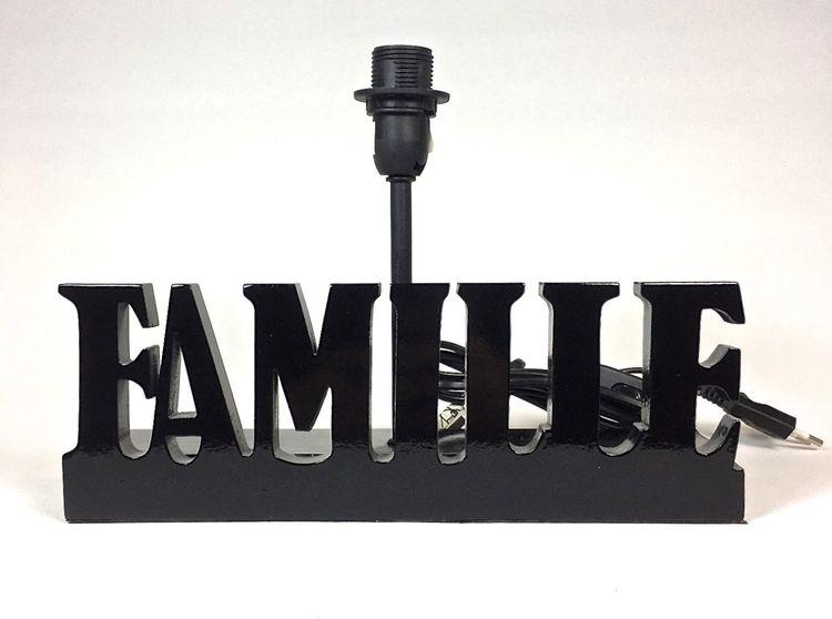 Familie en lampfot med E14 sockel. Färg: Svart.