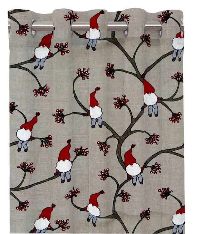 Klättertomten ett gardinset med öljetter från Redlunds. Färg: Linne med små tomtar i rött, vitt och grått.