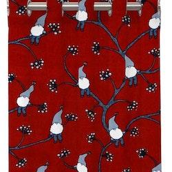 Klättertomten ett gardinset med öljetter från Redlunds. Färg: Röd med små tomtar i grått och vitt.