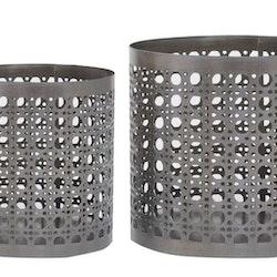Dag ljuslyktor i metall i 2 pack. Färg: Metall/grå.