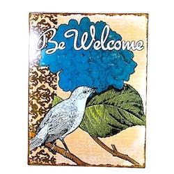 Be Welcome en plåttavla i gammal stil med patina. Färg: Multifärgad.