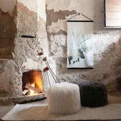 Ren en härlig bonad, mått 60 x 110 cm, art,nr 9402-89-001. Färg: Vit med en ren i vinterlandsskap.