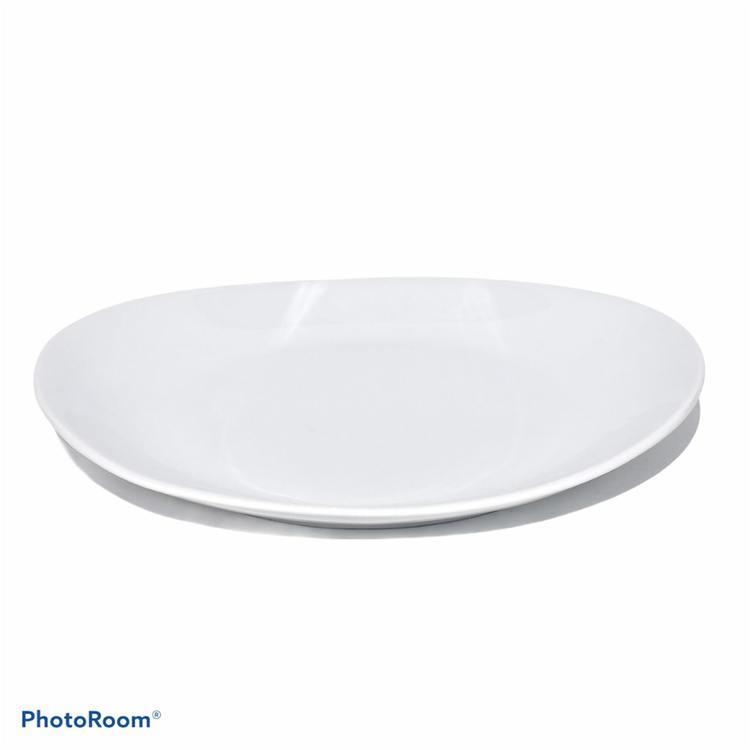 Tallrik Daily use oval i vitt porslin från Modern house. Mått 31 x 27 cm.