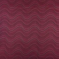 Gardinkappa på metervara med kanal. Höjd 60 cm. Färg: Vinröd med ett vågmönster.