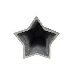Stjärnformad vas/kruka i gjuten aluminium. Färg: Aluminium.