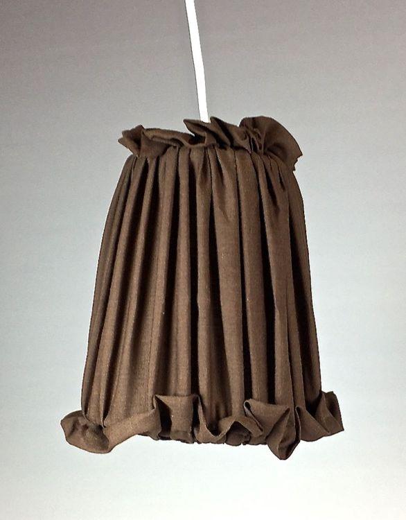 Lampskärm till hängande lampor. Färg: Brun.
