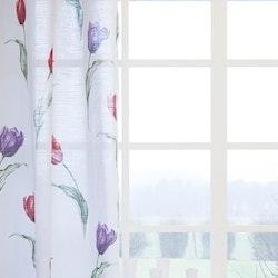 7683-15- ett gardinset i ¨halvbredd¨med dolda hällor. Färg: Vit med röda och lila tulpaner.