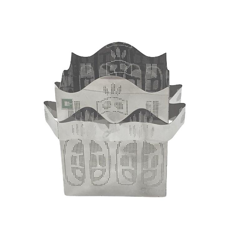 Homage Gaudi en ljuslykta från Cult design. Färg: Metallfärgad.