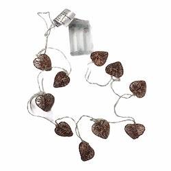 Kopparhjärtan en batteridriven ljusslinga med 10 st LED-ljus. Färg: Koppar.