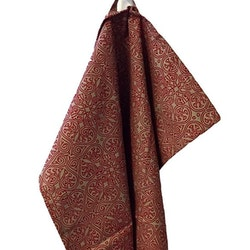 Nordic Xmas en mönstrad kökshandduk. Färg: Linnefärgad med ett rött mönster.