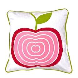 Äpplet ett kuddfodral i bomull, art.nr 891089. Färg: Vitt med ett rött och rosa äpple och en grön baksida.