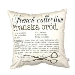 Franska bröd är ett kuddfodral i bomull. Färg: Vitt och grått.