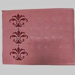 Ripstablett i bomull. Färg: Gammelrosa med ett vinrött mönster.