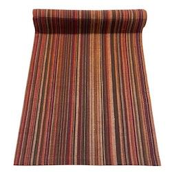 Löpare i bomull. Färg: Ränder i bruna och rostfärger.