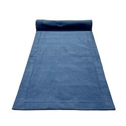 Löpare i en smalspårig manchester. Färg: Blå.