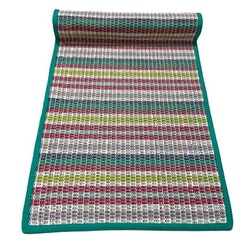 Sprall en löpare i bomull. Färg: Multifärgad med grönt kantband.