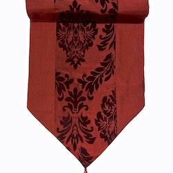 Löpare i orientalisk stil i blanka textilier. Färg: Röd.