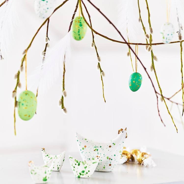 Stänk ägg i ett sexpack från Cult design att dekorera påskriset med. Färg: Vita, gröna och mörkgröna stänkmålade ägg.