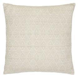 Smooth triangle ett mjukt kuddfodral i bomull, art.nr 22945-83. Färg: Beige och vit.